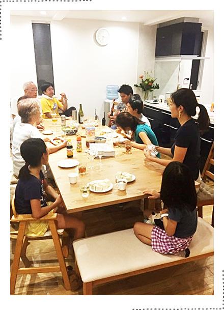 広いリビングでは親戚がたくさん集まってもゆっくり団欒できます。